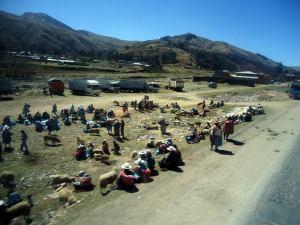 Povoado nos Andes de Bolívia