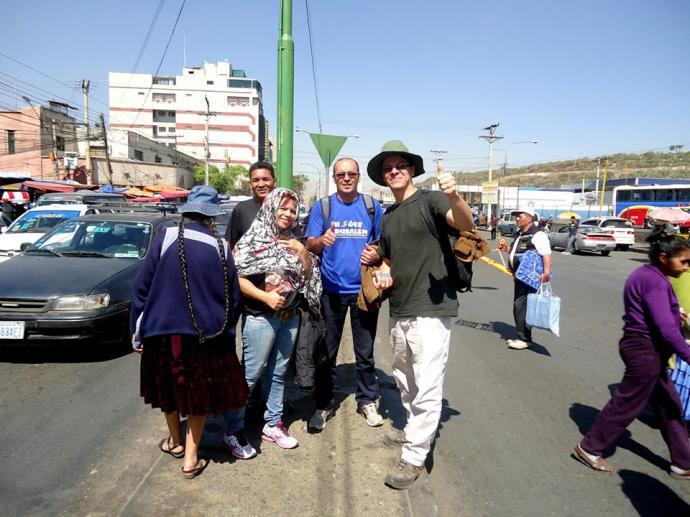 Em frente ao terminal de ônibus de Cochabamba, Bolivia