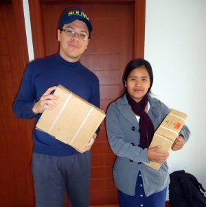 Irmã Gladys em nossa Base de Apoio recebendo materiais para o evangelismo